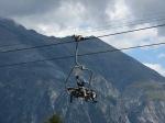 Daumen hoch für die Infrastruktur in Lenzerheide: vielerorts gehts bequem in Sessel oder Gondel kraftschonend bergauf